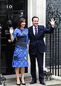 London, UK. 08th May, 2015. General Election 2015 David and Samantha Cameron on the steps of number ten Downing Street.    Photo Sean Aidan    08/05/15 © Eye Ubiquitous/Alamy Live News - Stock Image - ENMYGF