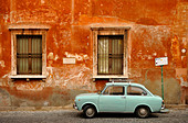 Wall of house with a Fiat 850 in front, Trastevere, Rome, Italy - Stock Image - B26C5D