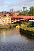 River Aire, Leeds, Yorkshire, England - Stock Image - EX8E3W