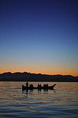 Tla-ook canoe tours at sunset in Tofino, Canada, Vancouver Island, British Columbia, Canada - Stock Image - CFAMW9