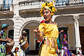 Street Entertainers, Plaza de la Catedral, Old Havana, Cuba - Stock Image - CTX8FK
