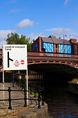 River Aire, Leeds, Yorkshire, England - Stock Image - EX8E3T