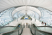 Interior view of the Suvarnabhumi International Airport Airport in Bangkok Thailand - Stock Image - B91HDB