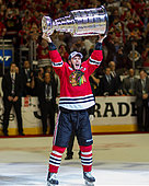 Chicago, IL, USA. 15th June, 2015. Chicago, Illinois, U.S. - Blackhawk #19 Jonathan Toews hoists the Stanley Cup Trophy after the National Hockey League Stanley Cup Final game between the Chicago Blackhawks and the Tampa Bay Lightning at the United Center in Chicago, IL. Mike Wulf/CSM/Alamy Live News - Stock Image - EW4BE7