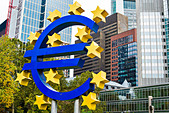 Euro sign in Frankfurt, Germany. - Stock Image - DGXNTE