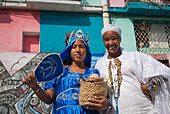 Women ready for a performance in the streets of La Habana, Cuba, Caribbean. - Stock Image - BYRWJ6