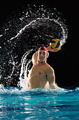 Man playing water polo - Stock Image - B2BH10