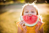 Young girl making smile with watermelon - Stock Image - BP0JDF