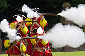 Hoghton Towers, Chorley, Lancashire, UK.19th July, 2015.   Soldiers & Musketeers firing at the Battle of Preston – the last battle on English soil. This year sees the 300th anniversary of the last battle on English soil and a decisive moment in the first Jacobite Rising. The Battle of Preston (9–14 November 1715), also referred to as the Preston Fight, was fought during the Jacobite Rising of 1715 (often referred to as the First Jacobite Rising, or Rebellion by supporters of the Hanoverian government).  © CernanElias/Alamy Live News - Stock Image - EY1CN3