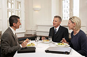 Business people meeting for lunch in a restaurant - Stock Image - BD62YB