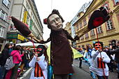 "Prague, Czech Republic. 17th Nov, 2014. Revellers carry an effigy of Russian President Vladimir Putin with bear paws during a carnival march ""Velvet Fair"" commemorating the 25th anniversary of the Velvet Revolution in Prague, Czech Republic, Monday, Nov. 17, 2014. © Vit Simanek/CTK Photo/Alamy Live News - Stock Image - EAMJHK"