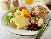 Ploughman's lunch, UK - Stock Image - BD6143