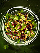 Bean salad, chickpeas, kidney beans, and black eyed beans with spinach, red onion and coriander. - Stock Image - BFBG2W