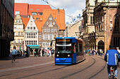 Tram coming from the Bremen am Markt - Stock Image - E6RAWW