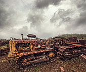 rusting tractors - Stock Image - D8FP61