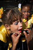 Girls getting ready for a performance in the streets of La Habana, Cuba, Caribbean. - Stock Image - BYRWGD