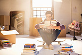 Man reading in new home - Stock Image - DAM2K2