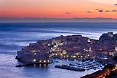 old town harbour dusk Dubrovnik Dalmatia Croatia - Stock Image - B8AHX1