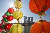 The Marina Bay Sands Singapore viewed through Chinese New Year decorations.  Marina Bay, Singapore - Stock Image - C1DN0K