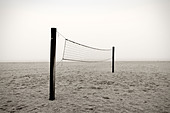 Beach volleyball net - Stock Image - BCGMFP