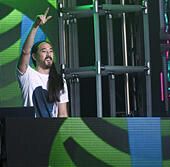 Hollywood, California, USA. 30th Sep, 2014. Electro House Musician Steve Aoki played the Jimmy Kimmel Live! show at the El Capitan Theatre on Tuesday September 30, 2014. Aoki, known for his energetic shows, is also a club promoter, record producer, as well as the founder of Dim Mak Records. Performing at Kimmel Live on Tuesday walked across the stage with a large frosted birthday cake before tossing on to willing audience members. © David Bro/ZUMA Wire/Alamy Live News - Stock Image - E856P9