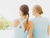 Rear view of two women outdoors - Stock Image - ACCC3M