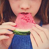 Girl eats watermelon. - Stock Image - S05ENJ