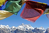 Tibetan prayer flags with views of the Everest massif from Renjo La, Nepal - Stock Image - CPTF03