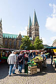 Market traders, Bremen, Germany. - Stock Image - E6RB55