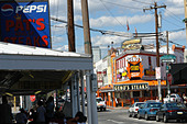 Urban Scene of Landmark Rival Philadelphia Cheesesteak Vendors Pats and Genos - Stock Image - B4BFX9