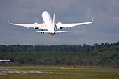 Business jet taking off - Stock Image - B8FC2G