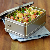 Smoked Salmon and pasta lunchbox - Stock Image - BXWCN6