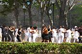 Young people dancing in Havanna in Cuba - Stock Image - C3Y286