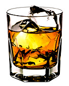 SCOTCH ON THE ROCKS CUT OUT BACKGROUND - Stock Image - AJ7B1N