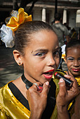 Girls getting ready for a performance in the streets of La Habana, Cuba, Caribbean. - Stock Image - BYRWGG
