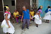 Cuban band Los 4 Vientos and dancers entertaining people in the street, Havana, Cuba. - Stock Image - A7DYWF