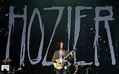 epa04822487 Irish singer-songwriter Hozier performs on The Pyramid Stage on the fourth day of Glastonbury Festival of Contemporary Performing Arts 2015, held at Worthy Farm, near Pilton, Somerset, Britain, 28 June 2015. The outdoor festival runs from 24 to 29 June.  EPA/HANNAH MCKAY - Stock Image - EWTPDR