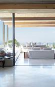Open floor plan of modern house - Stock Image - D7Y4B0