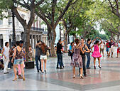 dancers on a Sunday evening, Paseo de Prado avenue, Havana, Cuba - Stock Image - E62F00