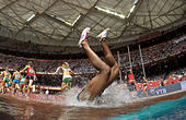 "Beijing, China. 24th Aug, 2015. Panama's Rolanda Bell falls into the water in the heats of the women's 3,000 metres steeplechase at the 2015 IAAF World Championships at the ""Bird's Nest"" National Stadium in Beijing, capital of China, Aug. 24, 2015. © Li Ming/Xinhua/Alamy Live News - Stock Image - F0YTRK"
