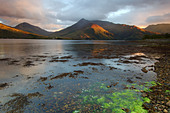 Views across Loch Leven towards Ballaculish and the peaks of Sgorr Bhan and Sgorr Dhonuill. - Stock Image - CF3D7X