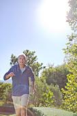 Senior man running in park - Stock Image - DFEKT5