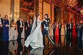 epa04798286 Princess Sofia (C-L) and Prince Carl Philip (C-R) of Sweden during their first dance at their wedding ceremony at the Royal Palace in Stockholm, Sweden, 13 June 2015.  EPA/ANDERS WIKLUND/TT SWEDEN OUT - Stock Image - EW182P