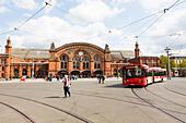 Bremen Hauptbahnhof, facade. - Stock Image - E6RB5H