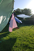 Clothes hanging on clothesline - Stock Image - AMY55R