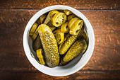 Bowl of pickles and chili pepper slices - Stock Image - D5578X