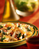 Pasta bake with broccoli and peppers - Stock Image - B46K6N