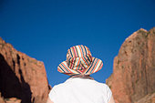 A women looking at the landscape in Zion National Park, Utah. Monument Valley, USA. - Stock Image - BCEHDJ