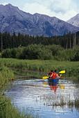 Canoe on Vermillion Lakes, near Banff, Alberta, Canada. - Stock Image - ANGYFP
