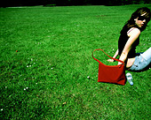 lifestyle shot Girl in Park - Stock Image - A84J8A